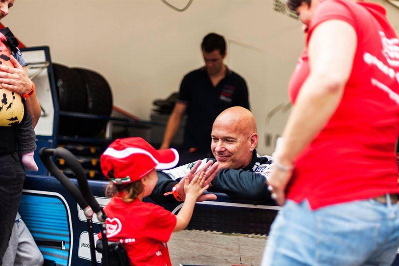 Met zijn stichting Groot Hart bezorgt Rob Kamphues ernstig zieke kinderen een onvergetelijke dag op het circuit.