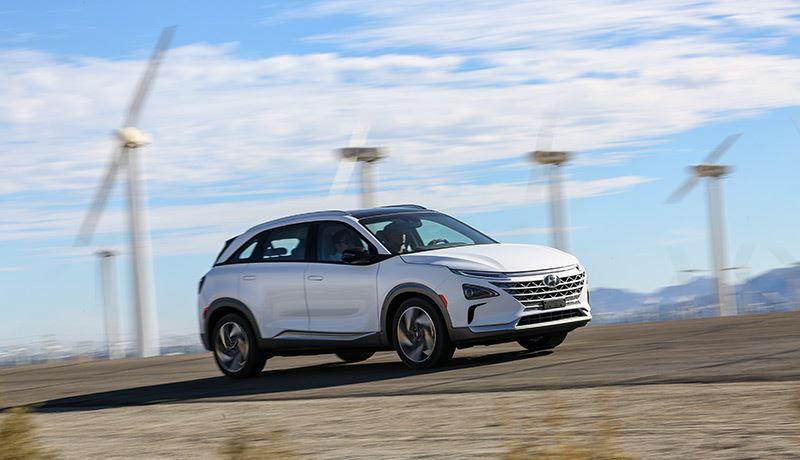 De Hyundai NEXO kan 665 km (volgens WLTP) afleggen op een volle tank waterstof.