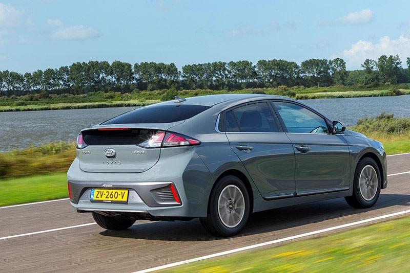 De volledig elektrische Hyundai IONIQ Electric, nu met 4.000 euro subsidie voor particulieren.