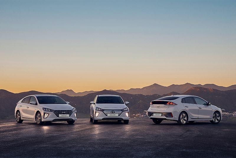 De Hyundai IONIQ, met v.l.n.r. de IONIQ Plug-in, IONIQ Electric en IONIQ Hybrid.