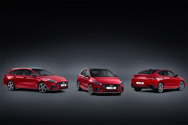 V.l.n.r.: de Hyundai i30 Wagon, i30 5-deurs en i30 Fastback.