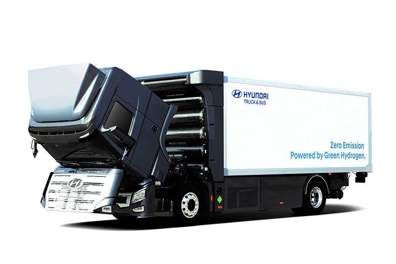 De waterstoftanks in de Hyundai H2 Xcient zijn op een slimme manier achter de cabine van de truck plaatst.