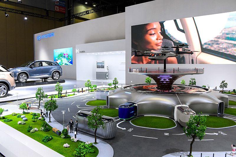 Een schaalmodel van het mobiliteitsecosysteem van Hyundai waarbij de focus ligt op toekomstig personenvervoer door de lucht.