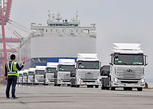 Eerste waterstoftrucks onderweg naar Zwitserland