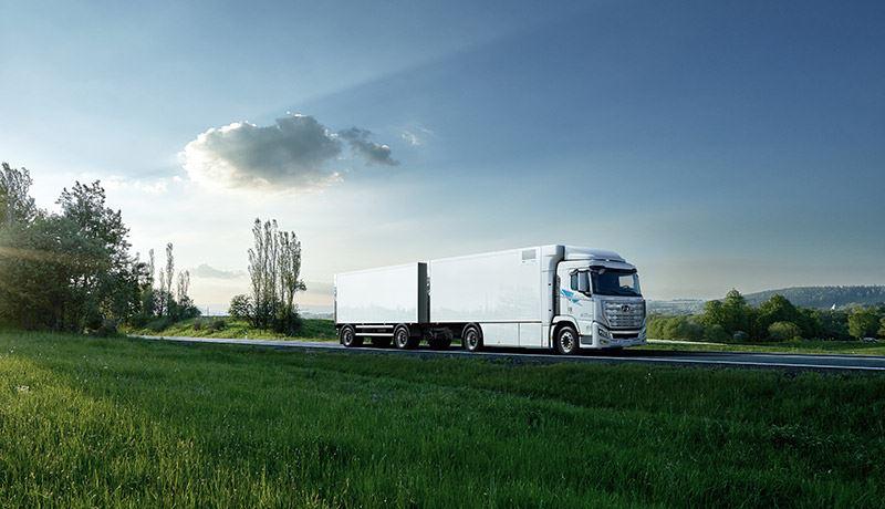 Over vijf jaar moeten maar liefst 1.600 waterstoftrucks Hyundai H2 Xcient in Zwitserland rondrijden.
