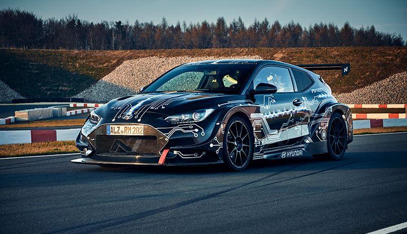 De Hyundai RM20e sprint binnen drie seconden van 0 naar 100 km/u. En van 0 naar 200 km/u doet-ie in 9,88 seconden.