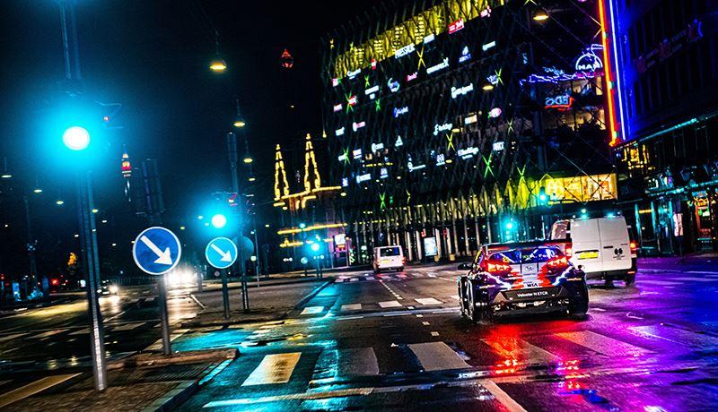 De Veloster N ETCR is de eerste volledig elektrische raceauto van Hyundai. Hij wordt gebouwd op het hoofdkwartier van Hyundai Motorsport in het Duitse Alzenau.