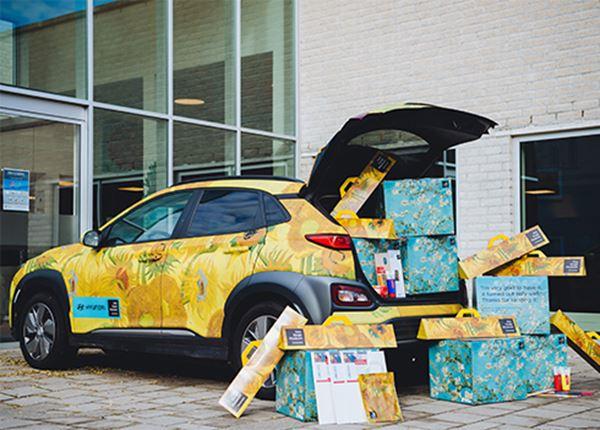 Hyundai en Van Gogh Museum verrassen ouderen met workshop schilderen