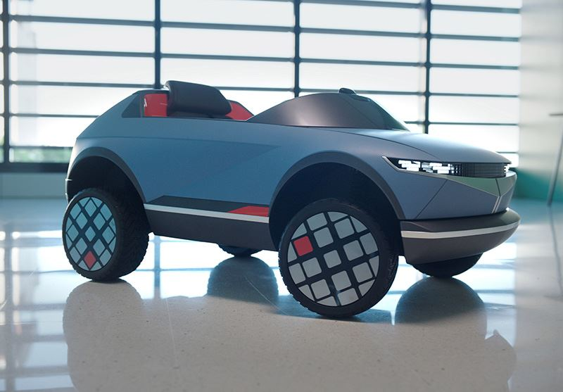 De mini-EV van Hyundai is uitgerust met twee DC-motoren. Die zorgen voor een duizelingwekkende topsnelheid van maar liefst 7 km/u.