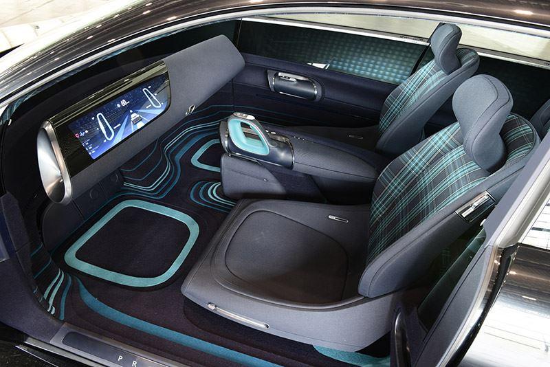 Misschien wel het opvallendste aan de Hyundai Prophecy zijn de joysticks die het stuurwiel vervangen.